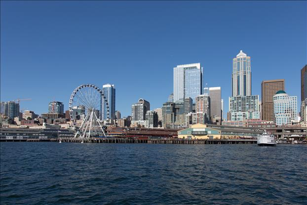 The 175 foot tall Seattle Great Wheel.