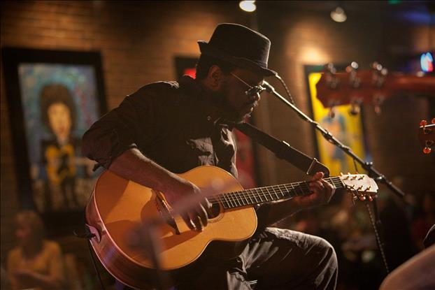 Live music: Tommy Sims